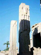 Les deux colonnes de Karnak avec le lys et le lotus.