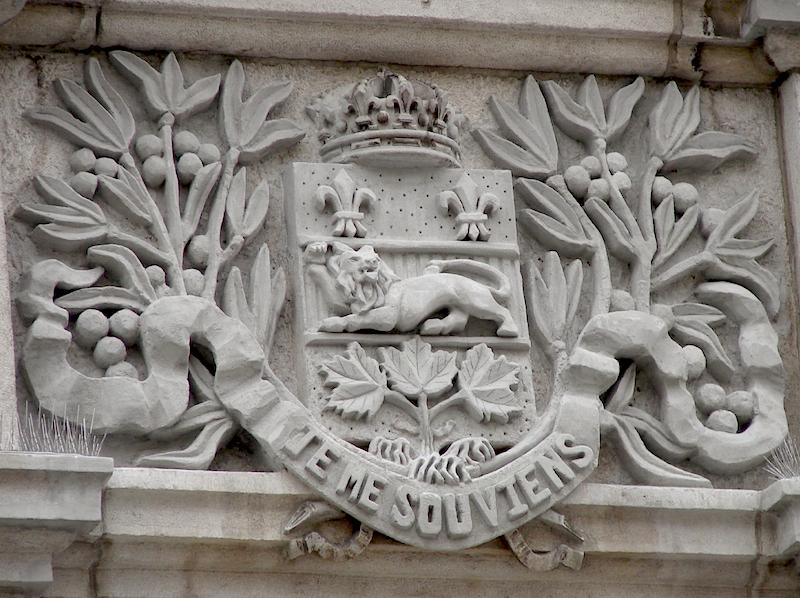 Armoiries de la province de Québec, gravées sur le fronton de l'Assemblée nationale à Québec