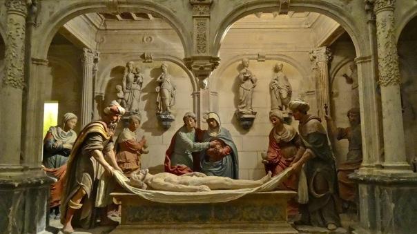 Mise au Tombeau dans la crypte de la Cathédrale Saint-Étienne de Bourges.