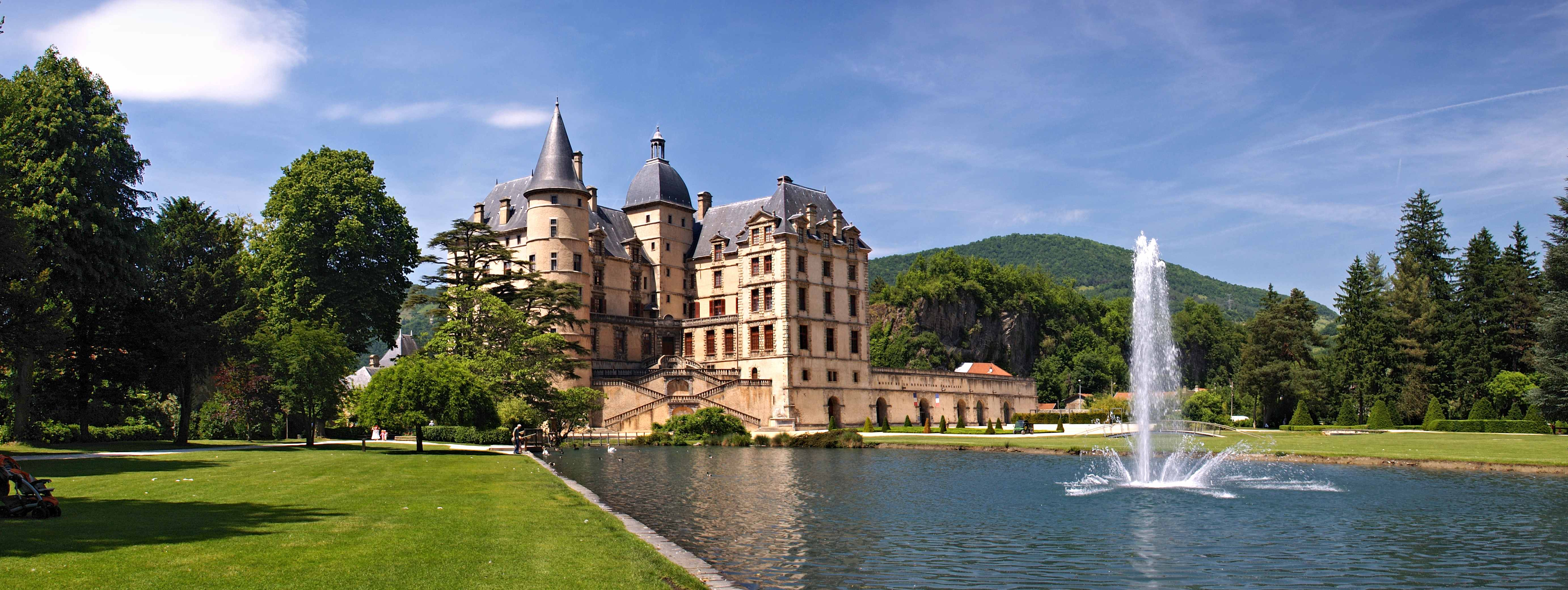 Château de Vizille et son domaine qui furent, durant plus d'un siècle, une des résidences officielles du président de la République française, avant de devenir la propriété du département de l'Isère.