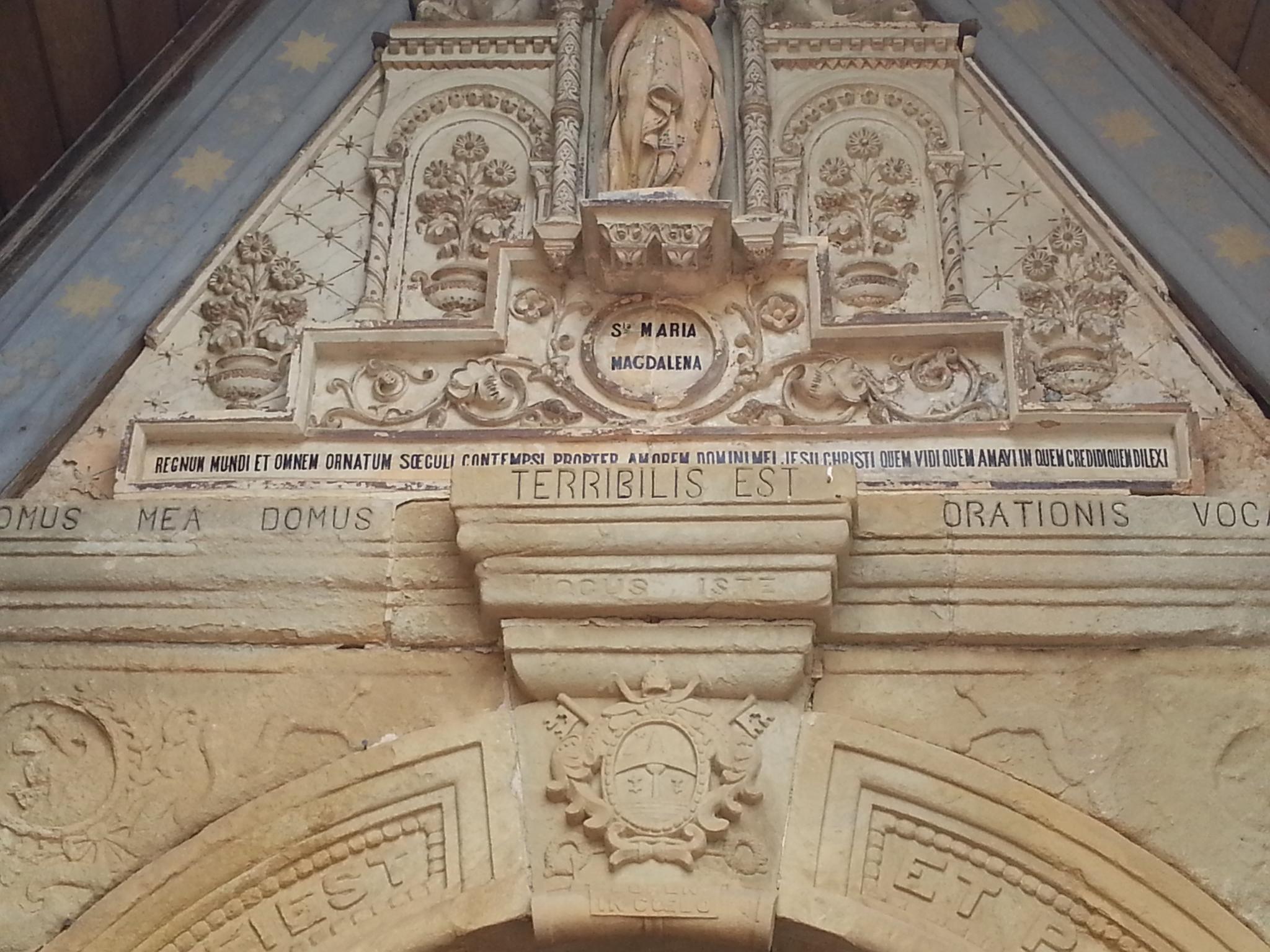 Fronton de l'église de Rennes-le-Château