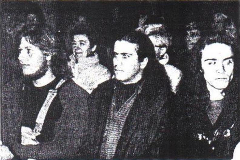 Deux chevaliers, Stéphane Deret et Eric Delafontaine, accompagnant Guy Boulianne au concert de Ploërmel, le 22 octobre 1993. Brève rencontre du Prince Fou avec Myrdhin [Le moment est proche...].