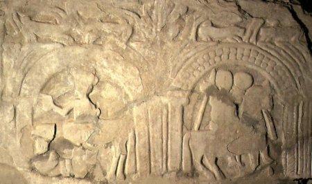 La dalle des chevaliers (Sigisbert IV), conservée à Rennes-le-Château.