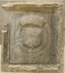 Ecusson martelé, blason de la famille Kalonymos se situant à la Maison du Roi des juifs