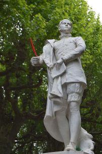 Statue d'Étienne de La Boétie, place de la Grande Rigaudie, à Sarlat-la-Canéda.