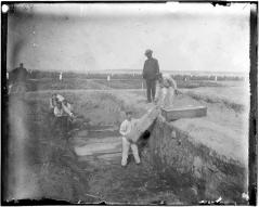 Une fosse commune sur Hart Island vers 1890.