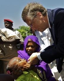 Bill et Melinda Gates veulent injecter des OGM dans les veines des bras de petits enfants