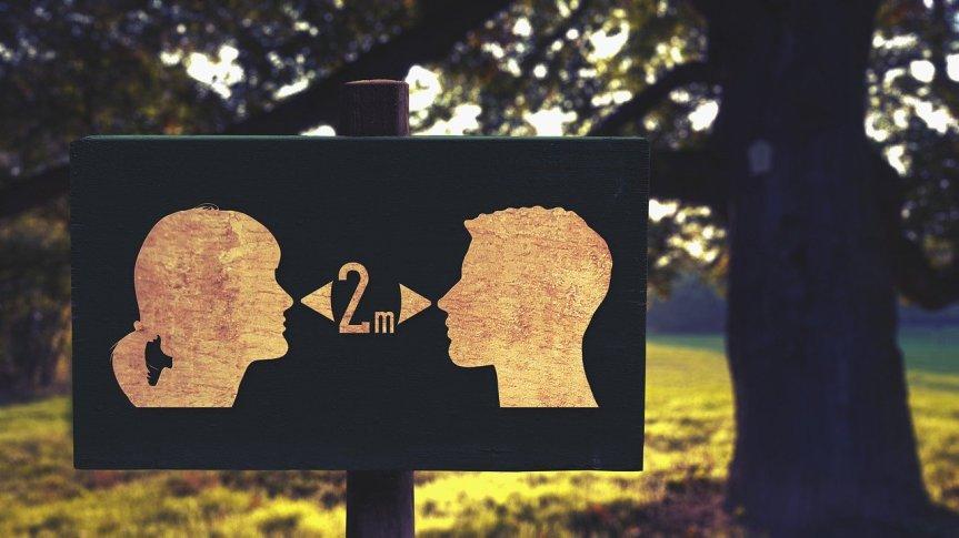 Prévention Covid-19: Une nouvelle étude prouve que la distance sociale est une fausse nouvelle et une informationerronée