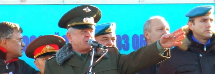 Discours de Kvachkov lors d'un rassemblement contre la réforme militaire et les activités du ministre de la Défense Anatoly Serdyukov