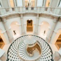 L'escalier de la Tate Britain, à Londres (The Rotunda).