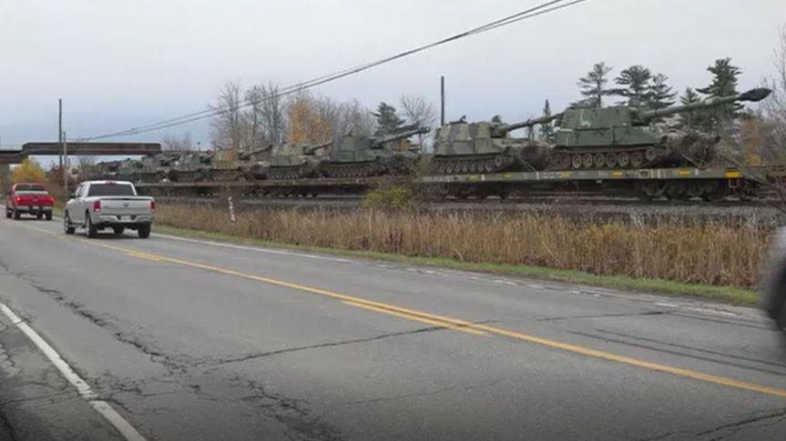 Déplacement de l'artillerie militaire américaine à la frontière du Québec. Rapports des troupes chinoises en uniforme auCanada