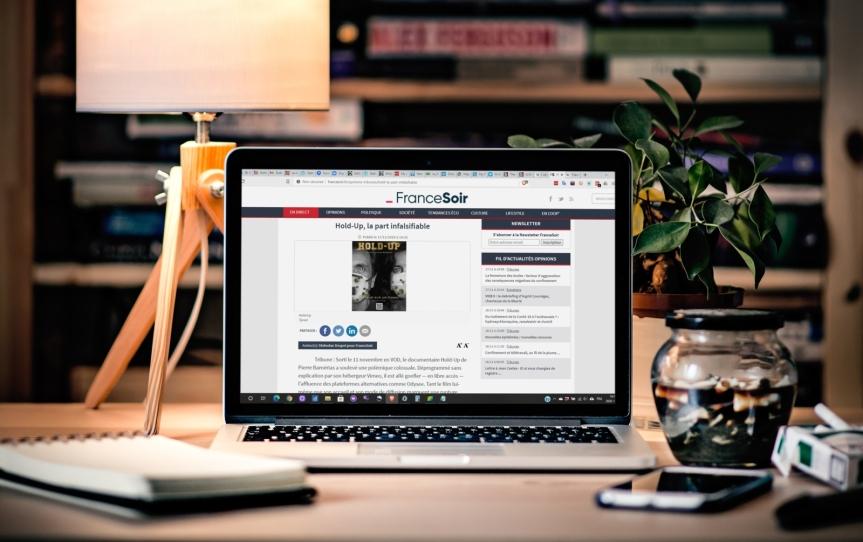 Un article de Guy Boulianne concernant le FEM est donné en référence sur le site internet de FranceSoir au sujet du documentaireHold-Up