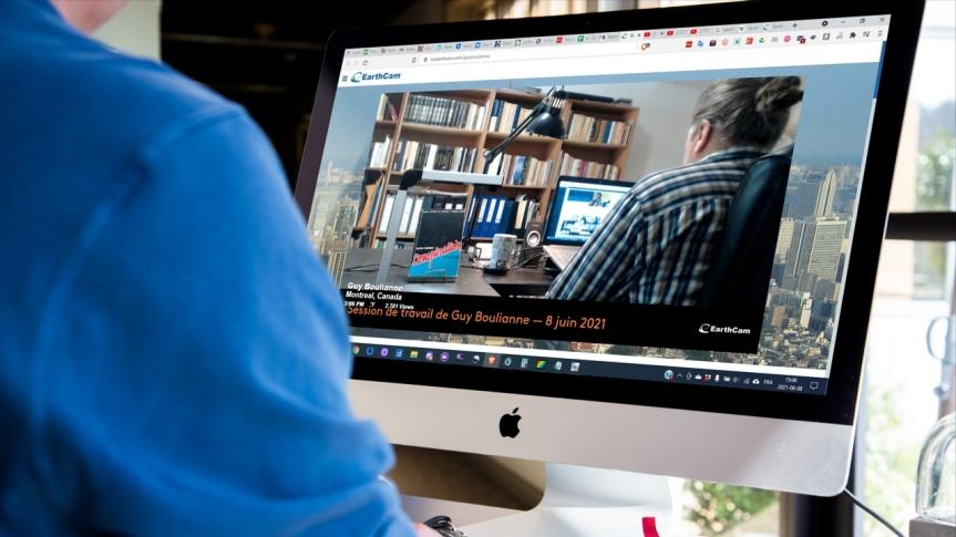 Guy Boulianne diffusera désormais en direct ses séances de travail et de rédaction sur les plateformes EarthCam, Youtube etVKontakte