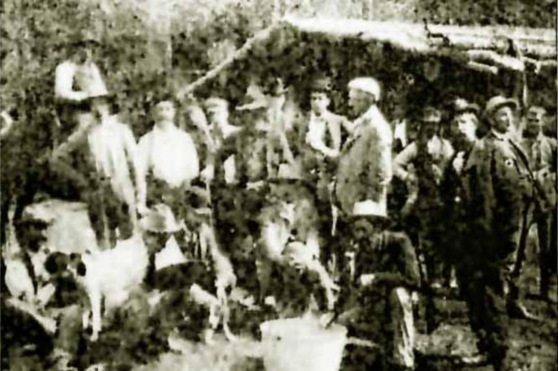 Investisseurs en excursion sur le futur site du Grand Encampment, 1897
