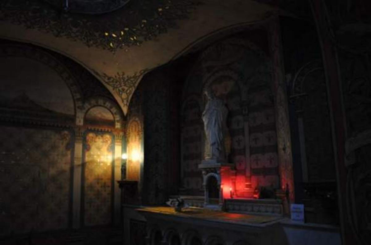 Apparition de la Sainte-Trinité au pied du tabernacle