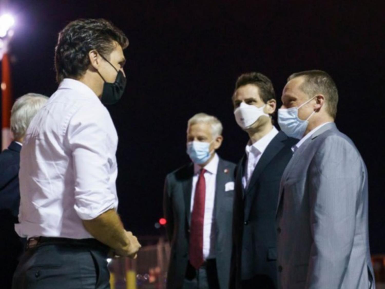 L'homme d'affaires canadien Michael Spavor et le diplomate Michael Kovrig sont rentrés au Canada samedi et ont été accueillis par le Premier ministre Justin Trudeau.